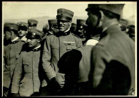 Gruppo di ufficiali (il cap. Baracca)