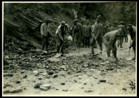Lavori di sterro di una strada