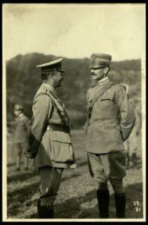 Il gen. Ratcliff parla con un nostro colonnello di S.M.