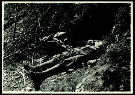 Cadaveri di soldati italiani sul Monte Fratta