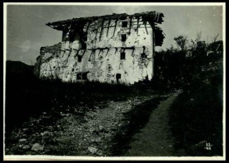 Rovine di case a Bodrez