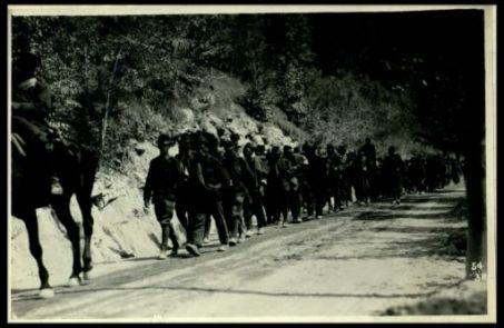 Colonna di prigionieri catturati sull'alto Isonzo