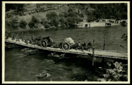 Traino d'un medio calibro attraverso l'Isonzo