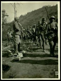 Colonna di prigionieri presso Auzza