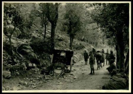 Pezzi austriaci colpiti a abbandonati