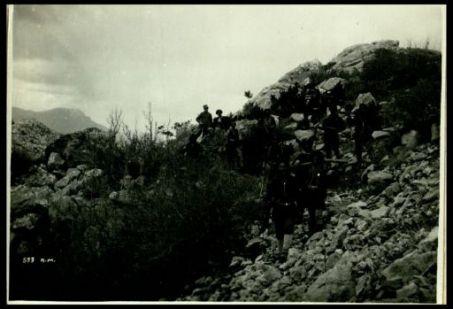 Banda albanese in ricognizione. Sulle montagne dell'alto Osum