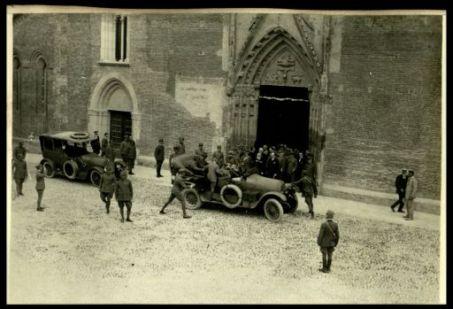L'uscita di S.M. il Re dal Duomo di Udine