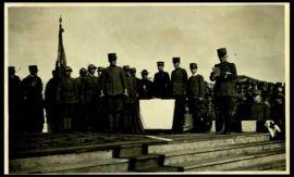La consegna di medaglie al valore da S.A.R. il duca d'Aosta