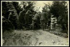 Valle d'Astico; artiglieria da 75 in azione