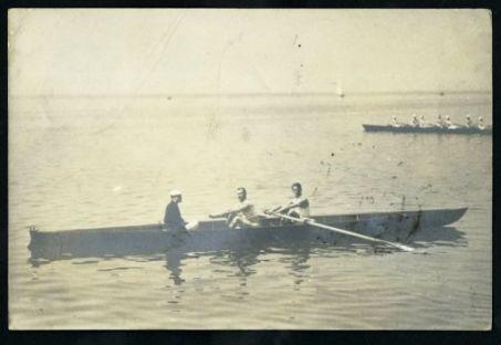 [Canottieri durante l'attività in mare]