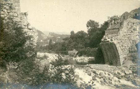 Trentino: Val Posina. Preparativi per la ricostruzione d'un ponte luglio 1916