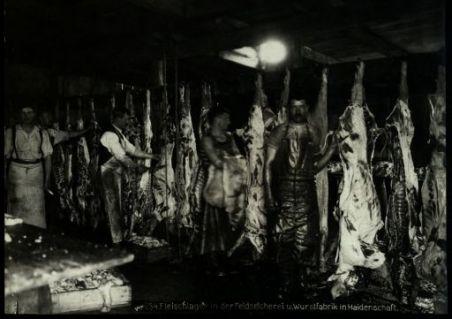 Fleischlager in der feldselcherei und wurstfabrik in Haidenschaft. Fotografia dell'esercito Austro-Ungarico