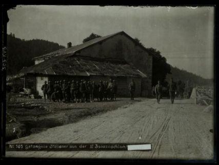 Gefangene Italiener aus der XI. Isonzoschlacht [...]. Fotografia dell'esercito Austro-Ungarico