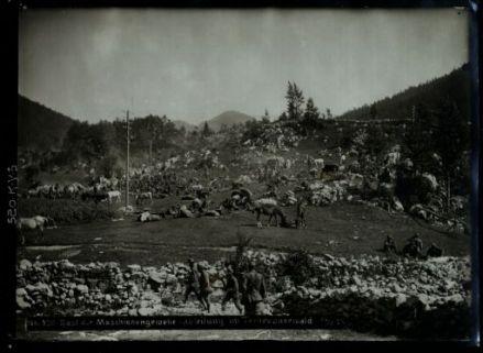 Rast der maschienengewehr-abteilung im Ternovanerwald. Fotografia dell'esercito Austro-Ungarico