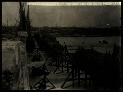 Wiederaufbau einer notbrücke über den Isonzo bei Görz. Fotografia dell'esercito Austro-Ungarico
