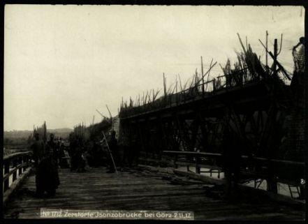 Zerstörte Isonzobrücke bei Görz. Fotografia dell'esercito Austro-Ungarico