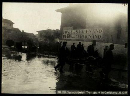 Verwundeten transport in Canziano. Fotografia dell'esercito Austro-Ungarico