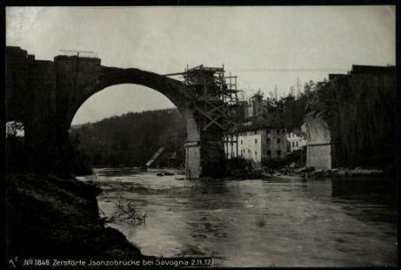 Zerstörte Isonzobrücke bei Savogna. Fotografia dell'esercito Austro-Ungarico