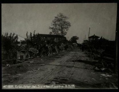Erbeuteter ital. train bei Flambio. Fotografia dell'esercito Austro-Ungarico