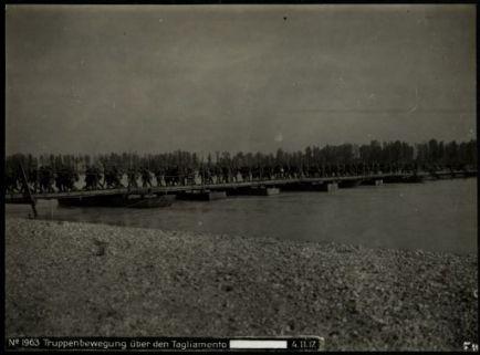 Truppenbewegung über den Tagliamento [...]. Fotografia dell'esercito Austro-Ungarico