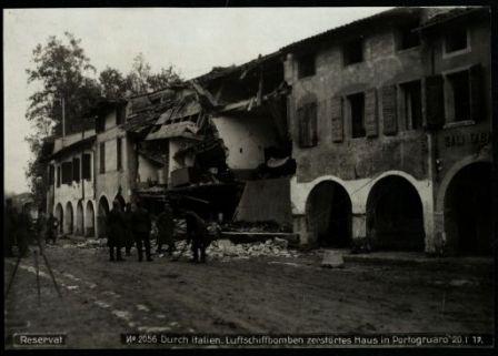 Durch italien. luftschiffbomben zerstörtes haus in Portogruaro. Fotografia dell'esercito Austro-Ungarico