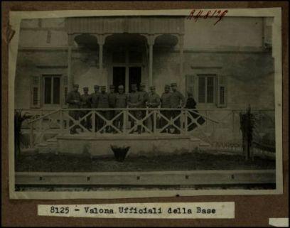 8125 - Valona. Ufficiali della Base