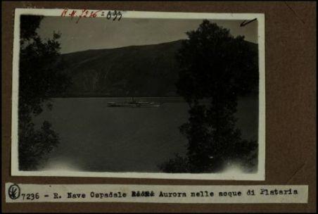 """Regia nave ospedale """"Aurora"""" nelle acque di Plataria"""