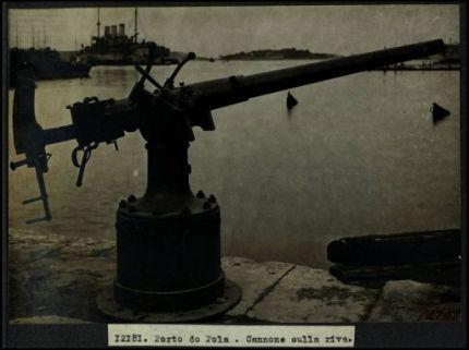 12181. Porto di Pola. Cannone sulla riva