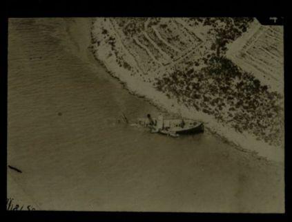 Trasporto di truppe arenato nei pressi di Cattaro per lo scoppio di una mina