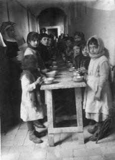 """Comitato per la mobilitazione civile, Tivoli. """"La casa del bambino"""", refettorio per i figli dei richiamati"""