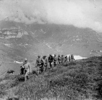 Cresta Pelosa: Sezione mitragliatrici in marcia