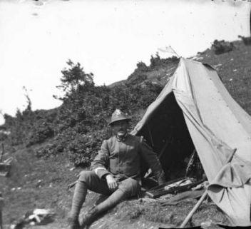 S. Valentino: Paolo Bettini vicino alla tenda, sullo sfondo Monte Altissimo