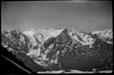 Castellaccio, ghiacciaio delle Lobbie e Corno D'Aola prese da Serodine: Panorama