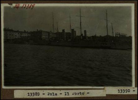13389 - Pola. Il porto
