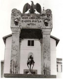 monumento ai caduti, a edicola