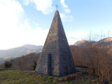 monumento ai caduti, a piramide