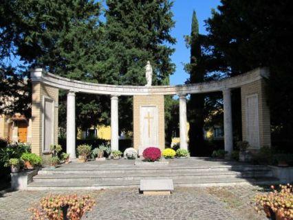 monumento ai caduti, ad emiciclo
