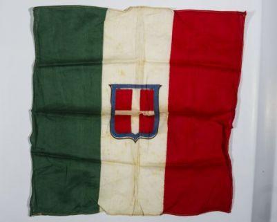Bandiera del Regno d'Italia con stemma sabaudo