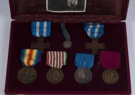 Scatola con medaglie commemorative e fotografia di Ugo Boschi
