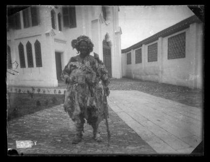 [Asia] : Donna vestita di stracci