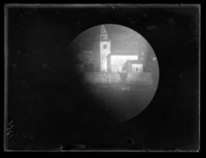 Veduta di una chiesa con campanile
