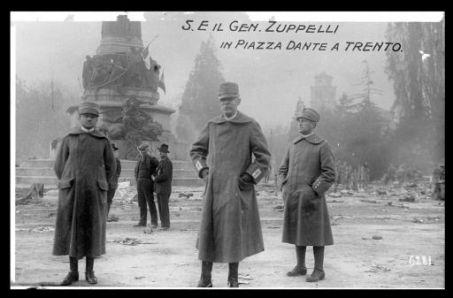 S.E. il gen. Zuppelli in piazza Dante a Trento