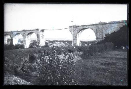 Rovine di un ponte bombardato