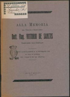 Alla memoria del tenente d'artiglieria dott. Rag. Vittorio de Sanctis, osservatore dall'aereoplano, caduto gloriosamente il 14 settembre 1918 in volo di Guerra sul Colle d'oro (m. Grappa)